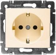 Legrand ETIKA Розетка с заземлением крем механизм 672321
