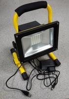 Светодиодный прожектор на подставке аккумуляторный (4 часа) COB 20W